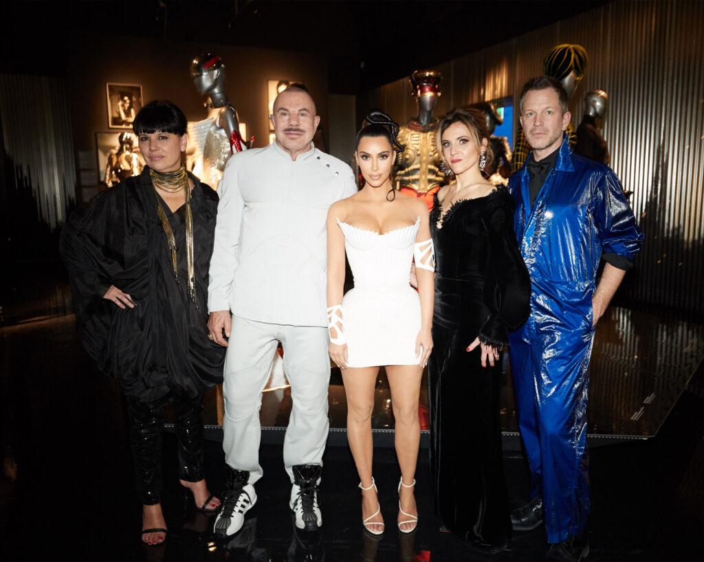 Nathalie Bondil, Mugler, Kim Kardashian, y Thierry Maxime Loriot. Be Cult. Revista Be Cult.